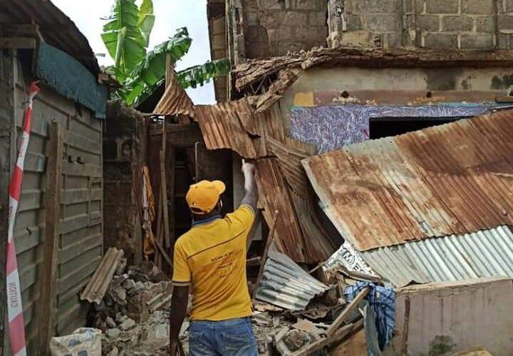 LASEMA cordons off a partially collapsed building at 312, IJEGUN ROAD, IKOTUN-