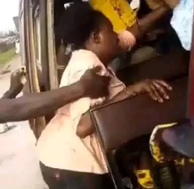 See Why An Angry Lady Slapped A Man And Tore His Cloth In A Bus-